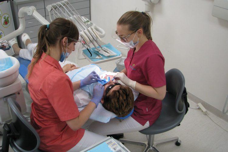 praca stomatolog59